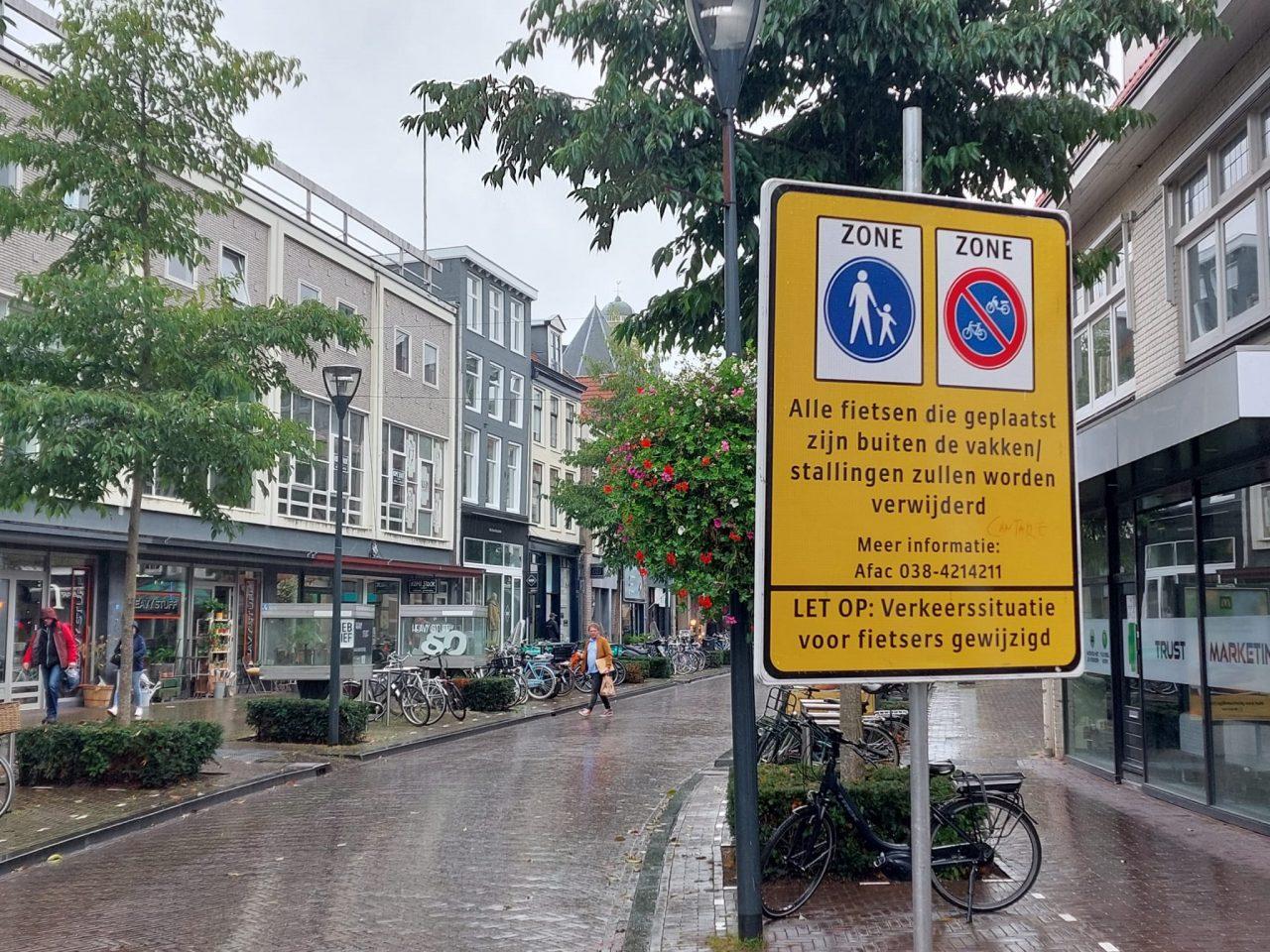 Bord verboden te fietsen en fietsparkeren
